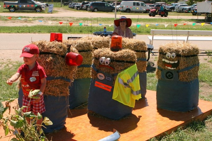 Hay bale decorating contest for Bales of hay for decoration